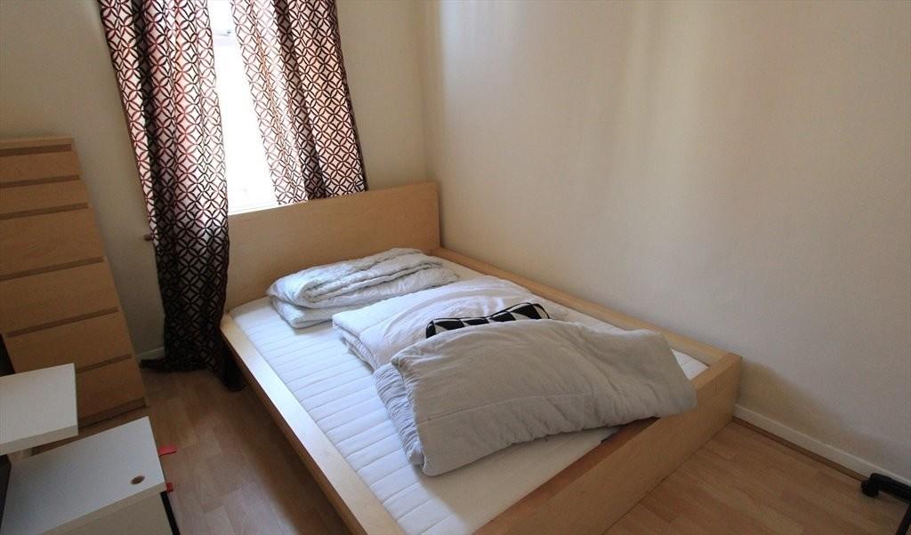 Cosy double bedroom in quiet area of Heaton