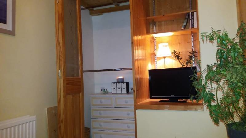 Cosy Double room, in clean newly decorated house in convenient l