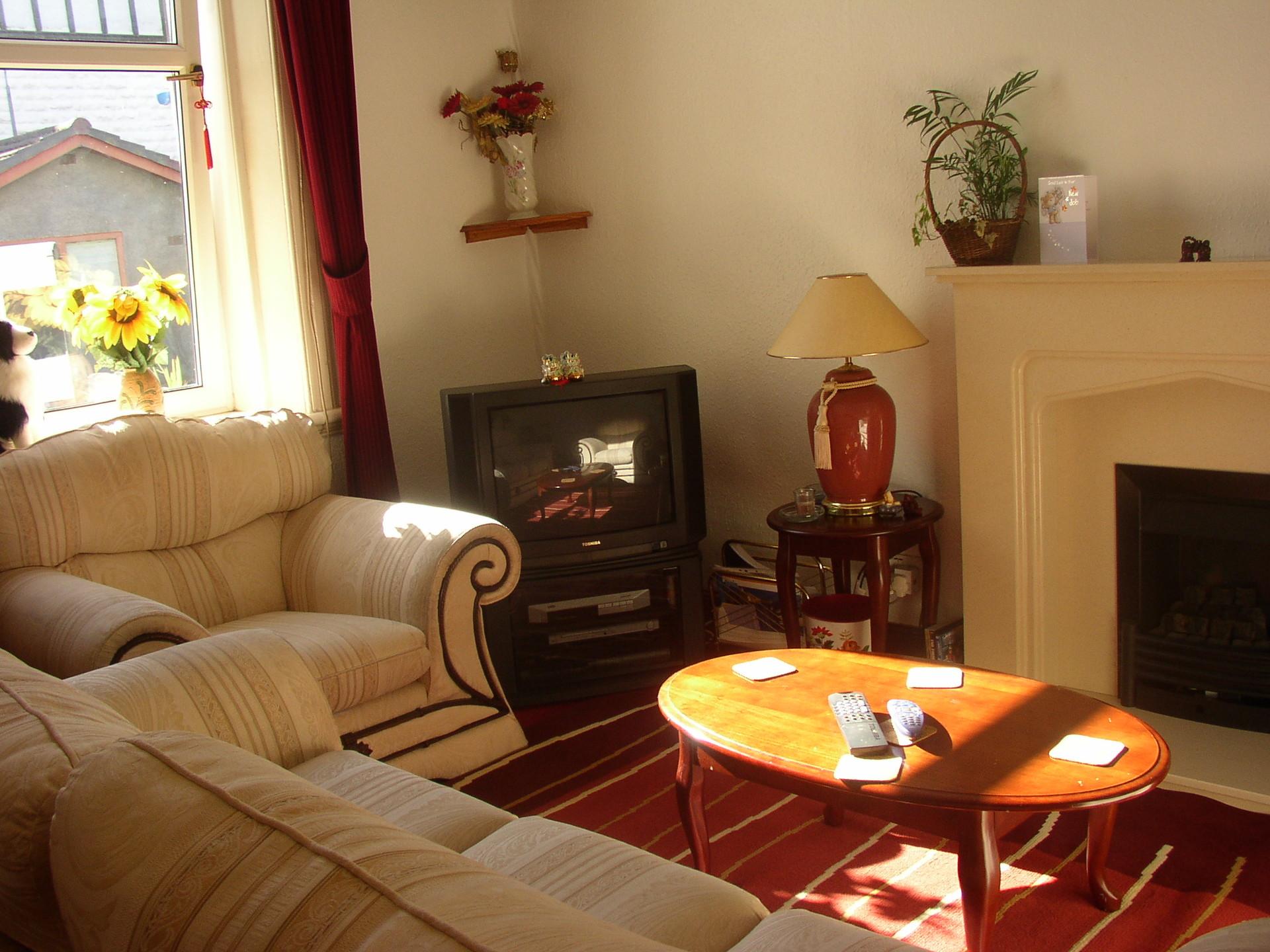cosy-large-kingsize-bedroom-landladys-ho