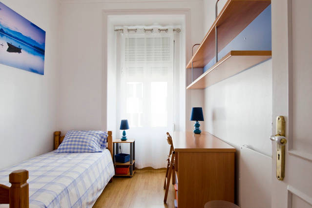 cosy-room-central-lisbon-included-near-u