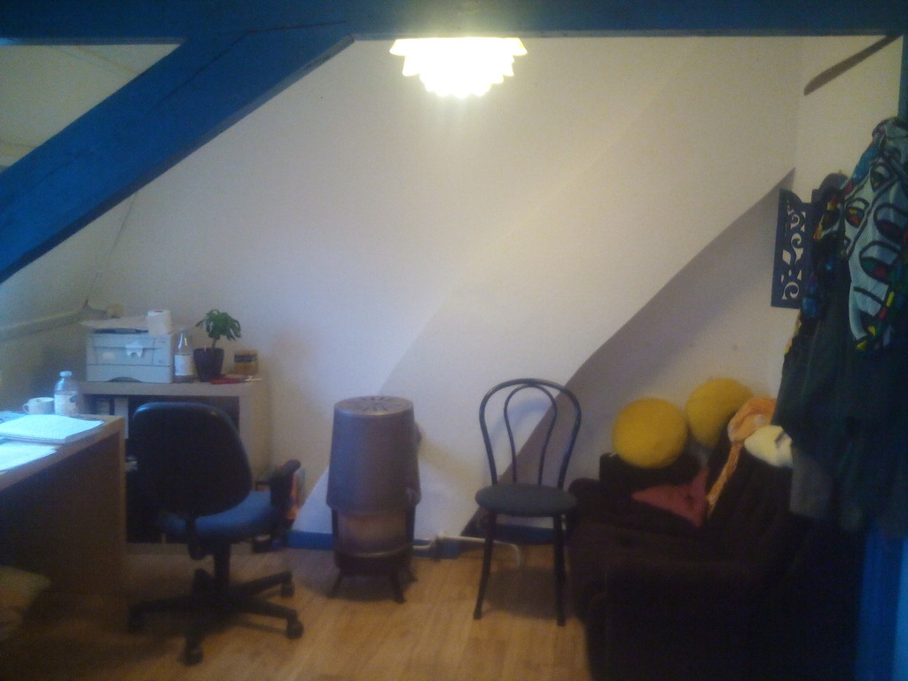 cozy-fully-furnished-room-girl-15-december-29-febuary-no-agency-fees-bb45535c6e179ac73f8dc03d031d0792