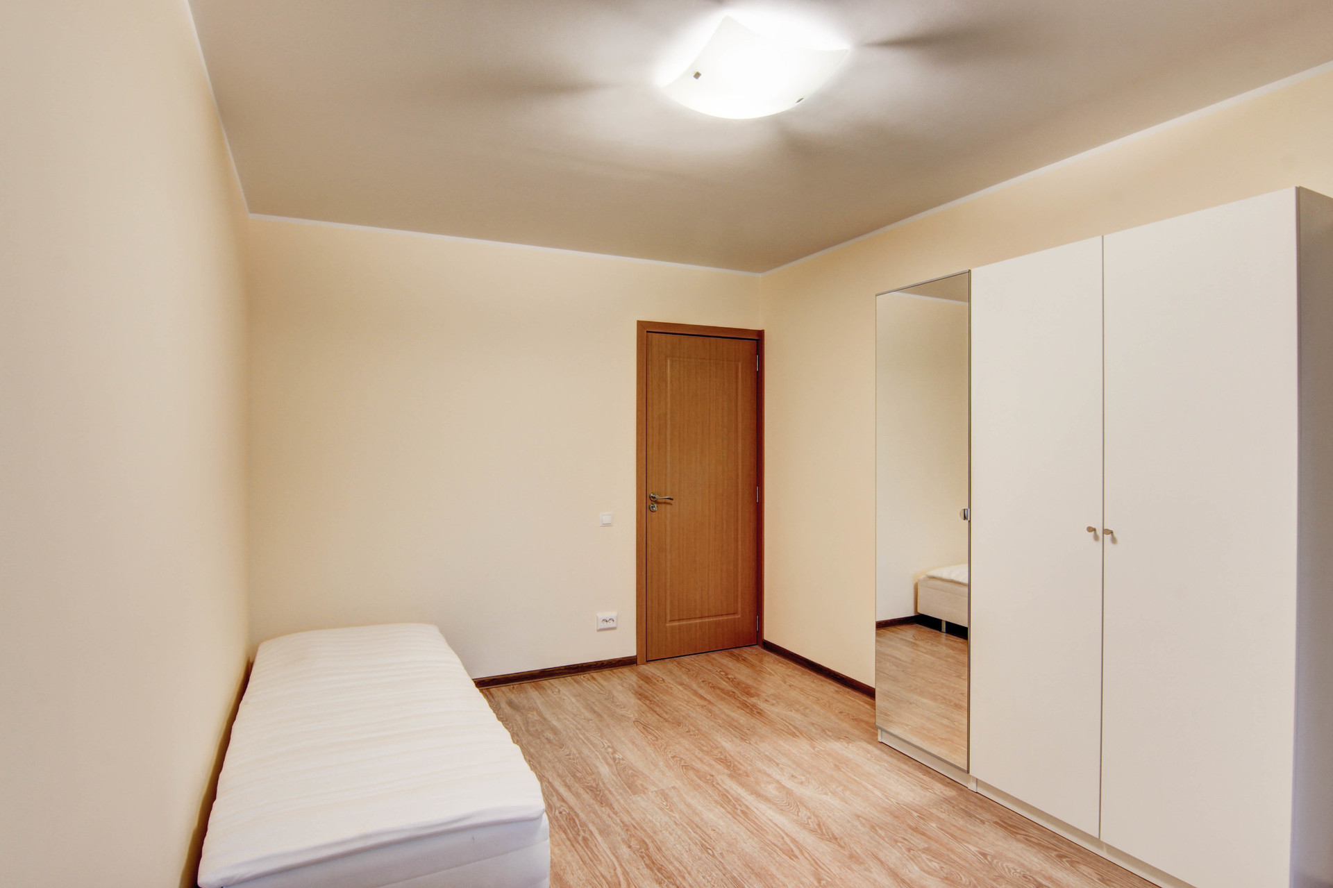 Cozy room in 5-room apartment near the universities