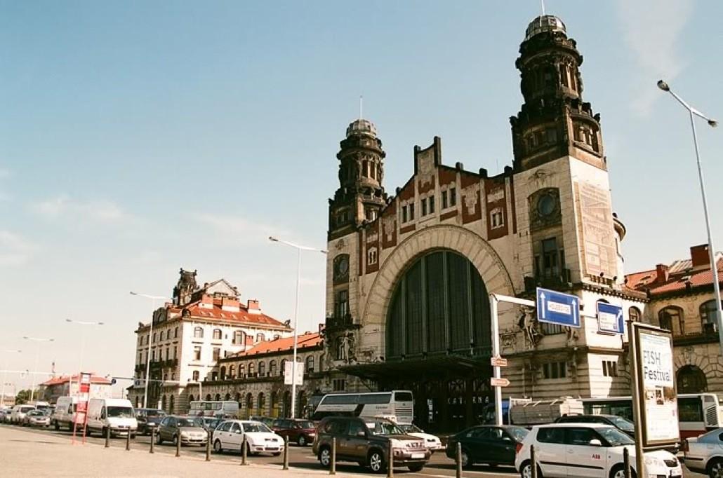¿Cuál es la mejor manera de viajar a Praga desde Budapest?