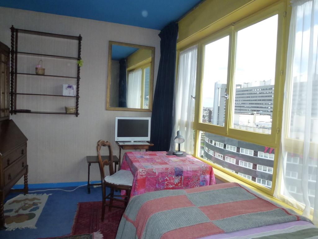 Cuarto soleado y confortable en mi apartamento paris la for Alquiler de habitaciones en apartamento compartido