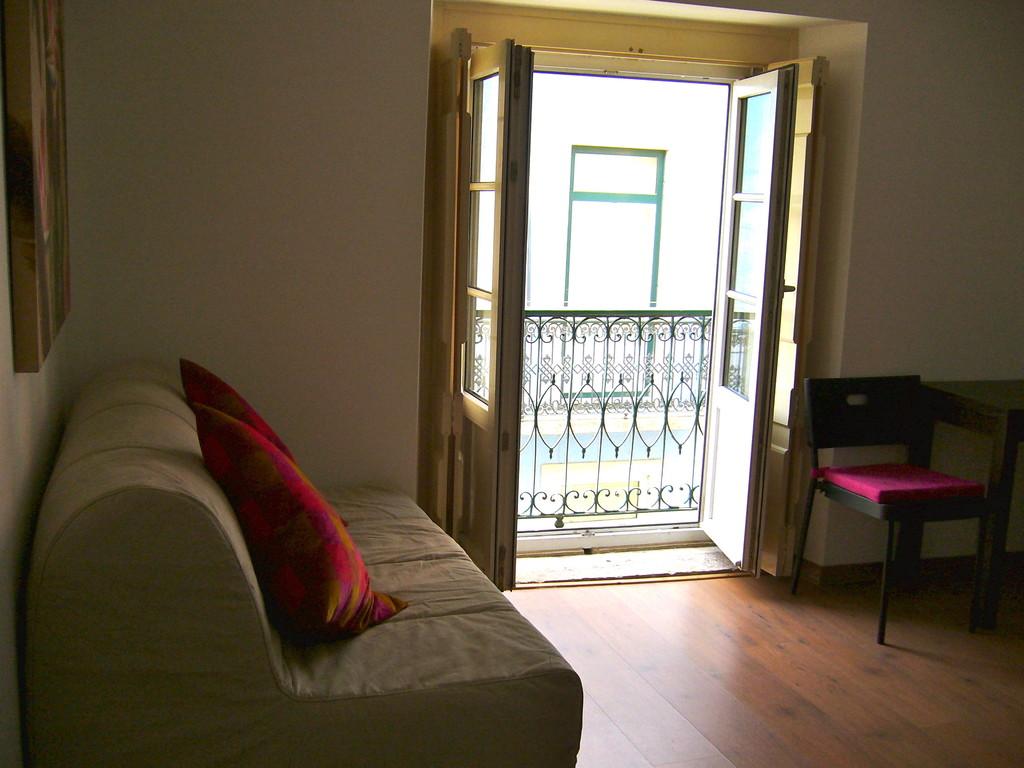 Cute apartment in old Lisbon Bairro Alto   Flat rent Lisbon