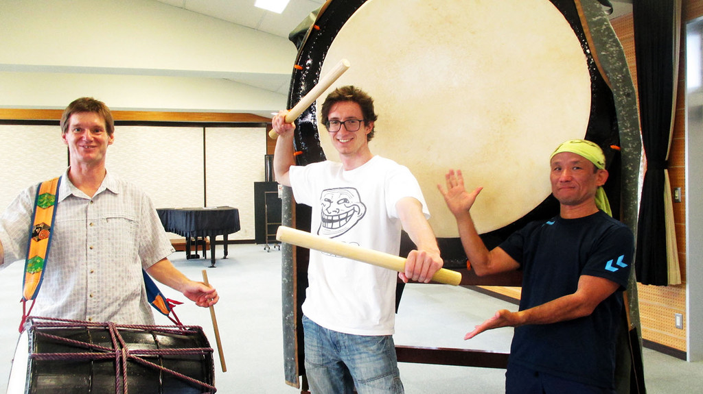 day-14-new-family-playing-taiko-drums-57