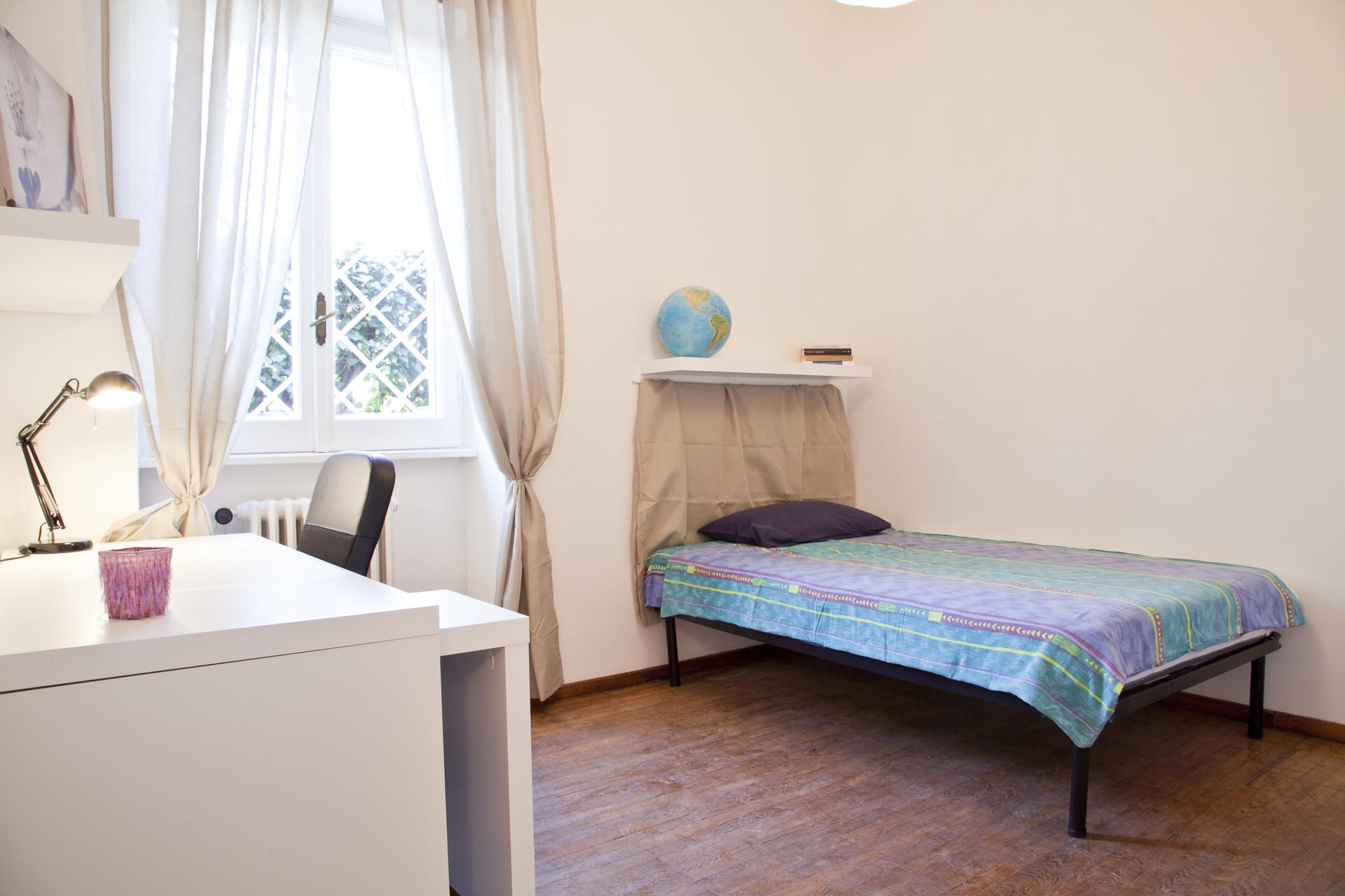 Luminosa e ampia camera con letto ad una piazza e mezzo | Stanze in ...