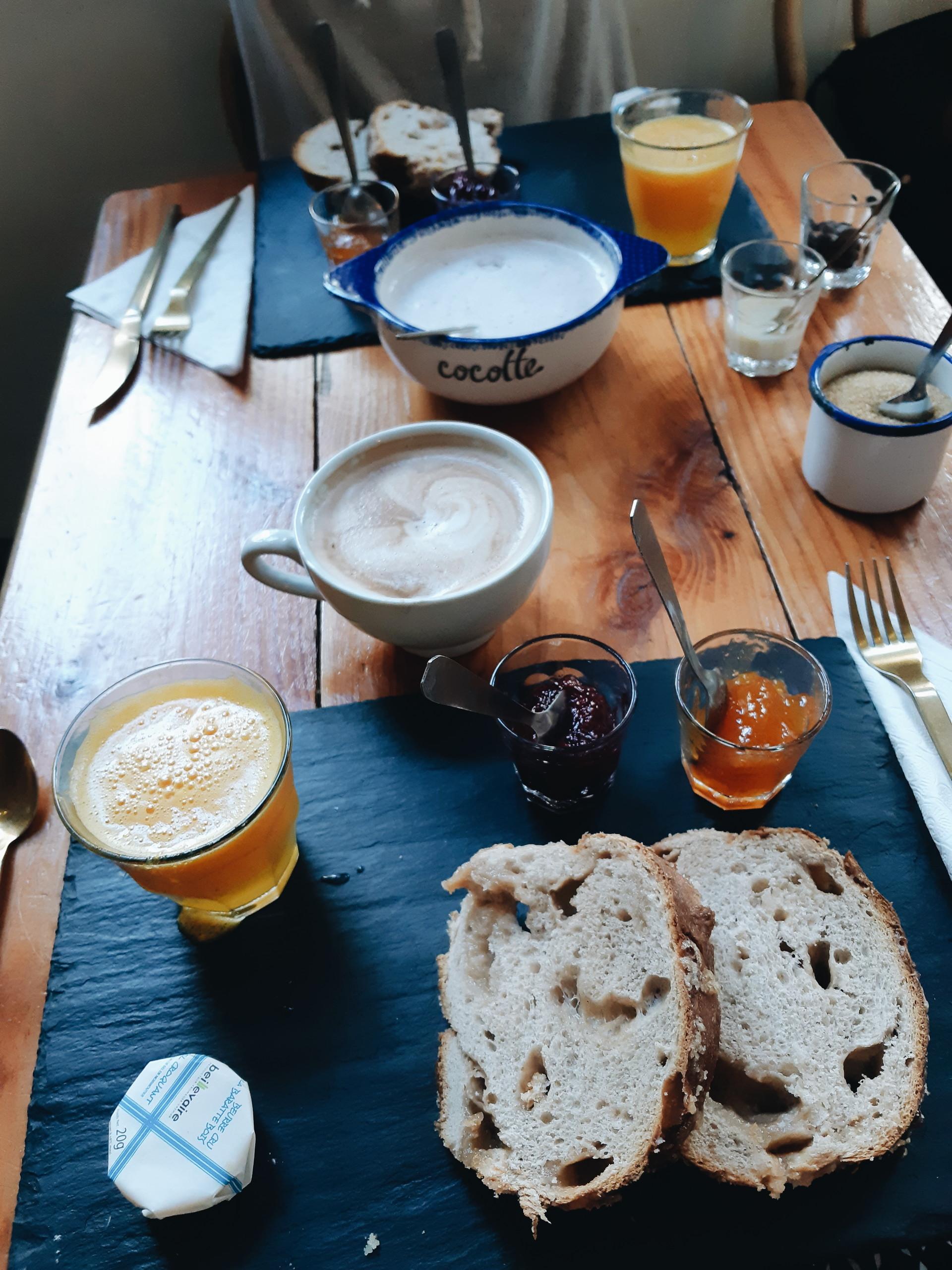 desayuno-frances-corazon-holanda-2845ef8