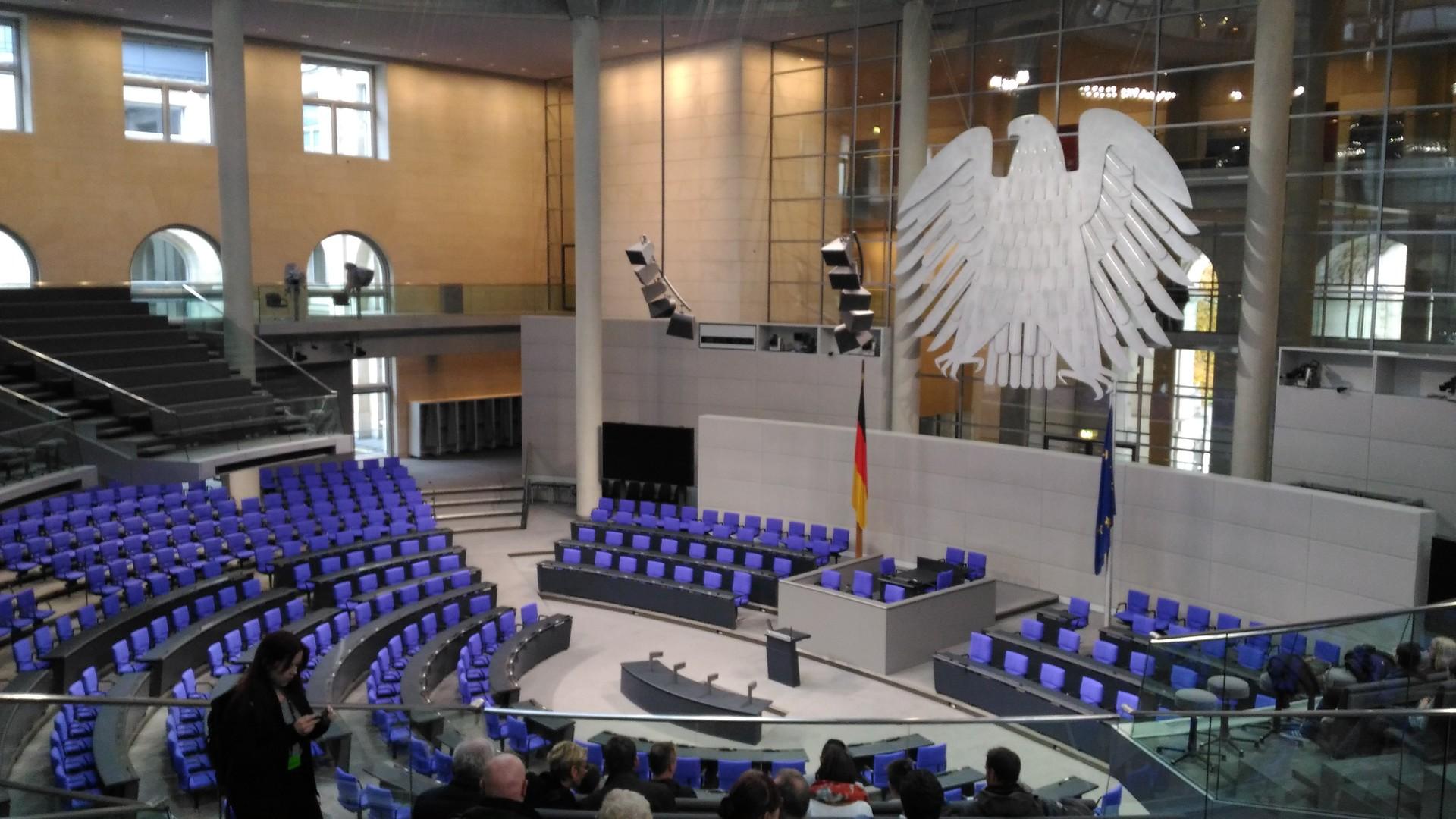 deutsche-reichstag-german-parliament-900