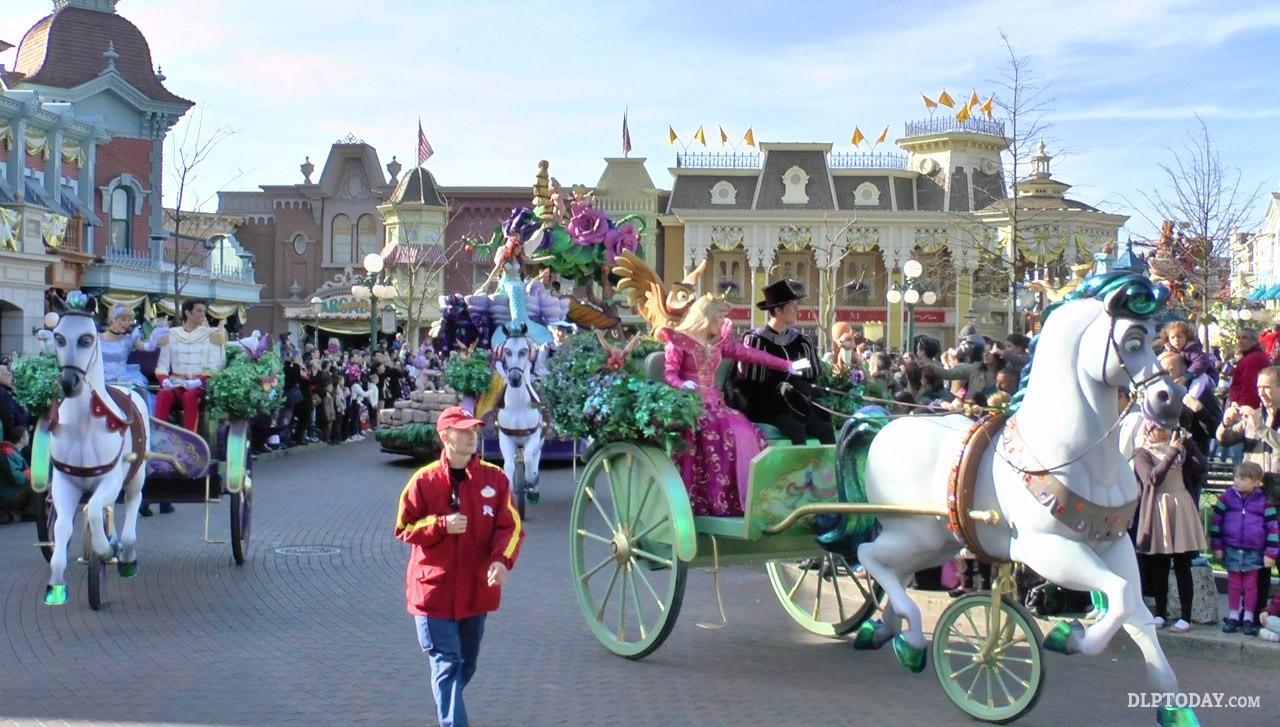 disneyland-paris-parade-527f751bedfc4b05