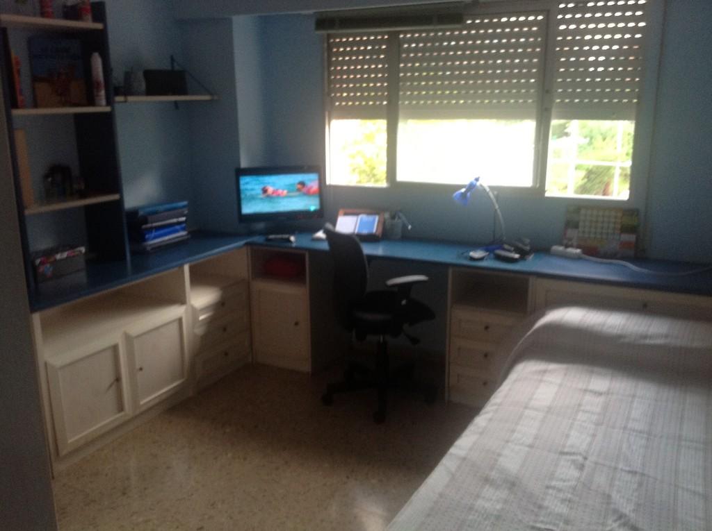 Habitaci n contv wifi sala de estar 2 ba os y cocina for Diseno de habitacion con bano y cocina
