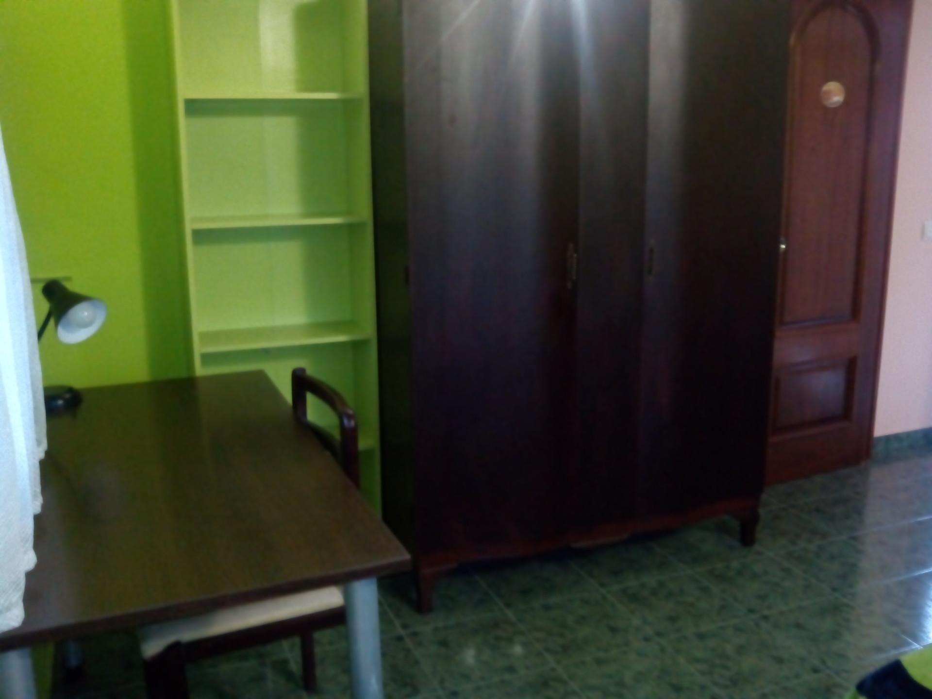 Se alquila preciosa habitación individual