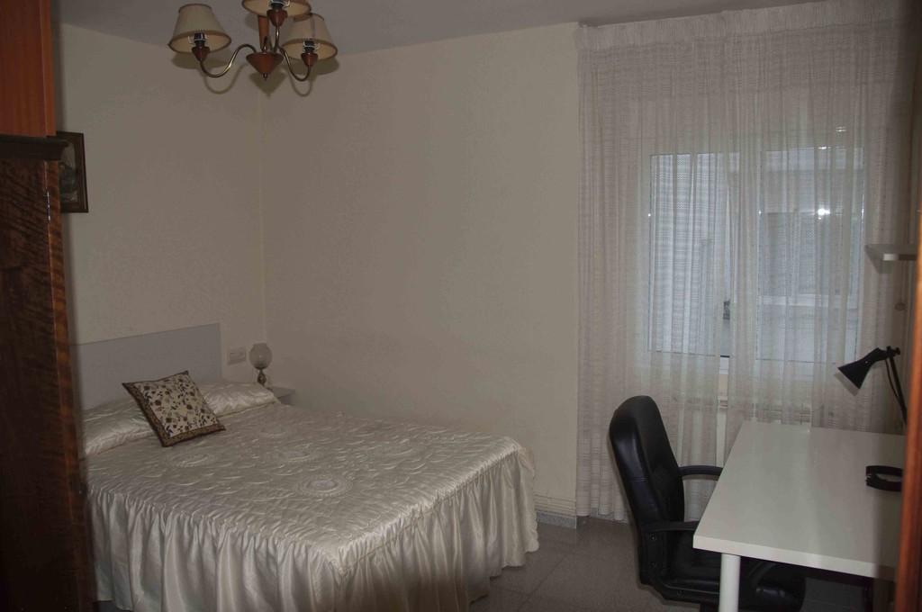 Dormitorio grande y luminoso en piso compartido alquiler for Pisos compartidos gijon