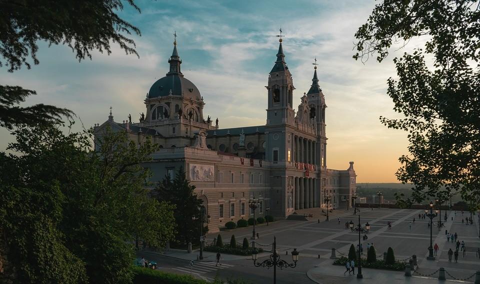 Doświadczenia z Madryu, Hiszpania oczami Elisy