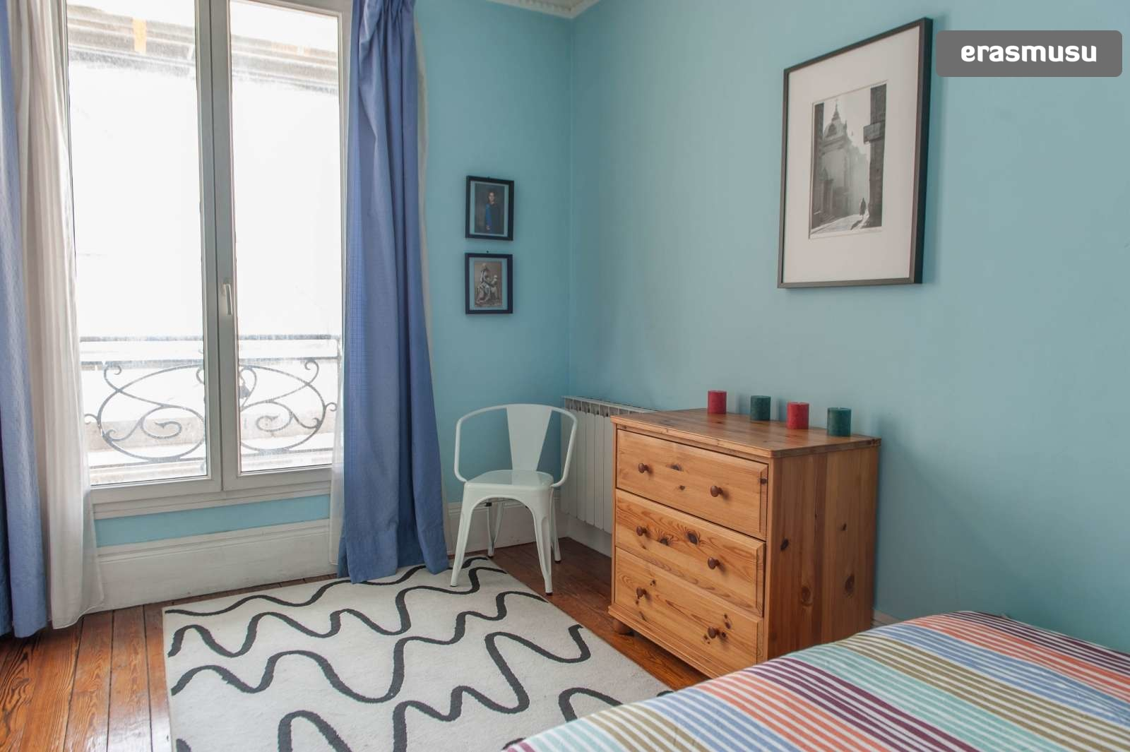 Miraculous Double Bed In Room For Rent In A 2 Bedroom Apartment In Paris Bills Included Beutiful Home Inspiration Xortanetmahrainfo