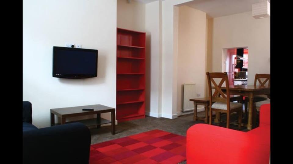double-bedroom-viaduct-303d8a0d1f2b431c8f291a6dfbd049cc