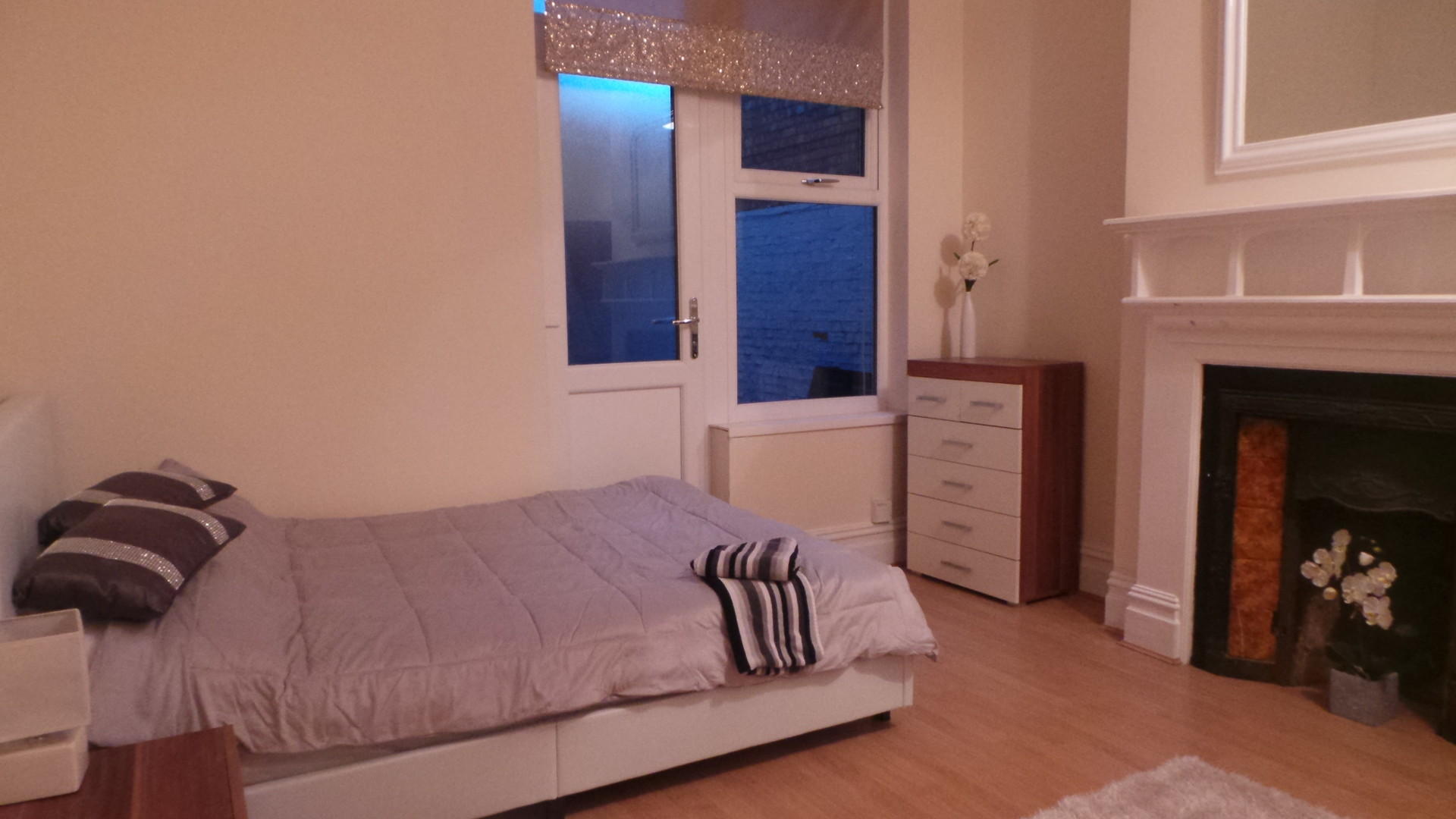DOUBLE ROOM AVAILABLE FOR RENT - Deposit £250