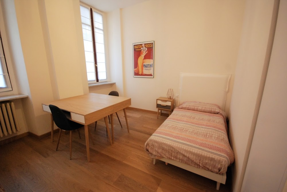 Double room large and bright near Politecnico area