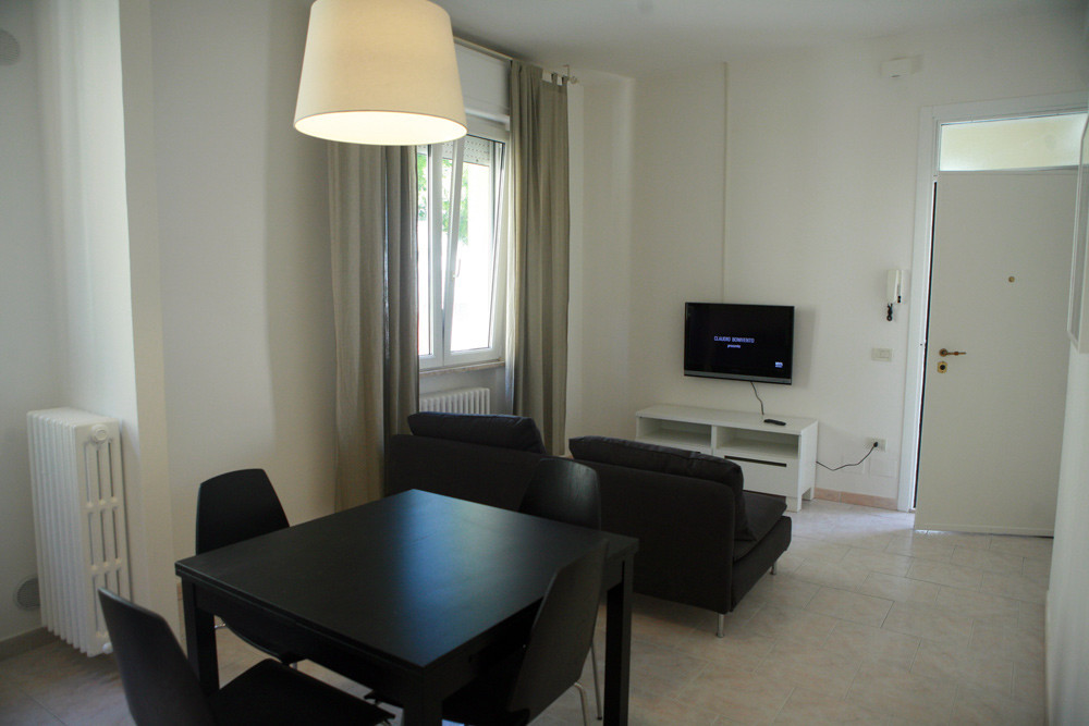 Double room in a modern 2 Bedroom apartment fully renovated 2 ye