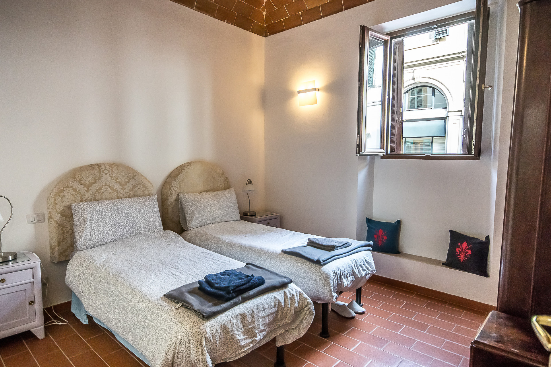 One Bed In Twin Bedroom In Modern Flat In Center Of Florence Price Per Bed Room For Rent Florence