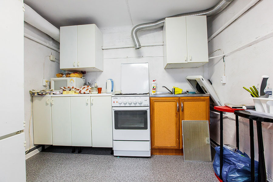 Double room in a student house near metro, easy access to the ci