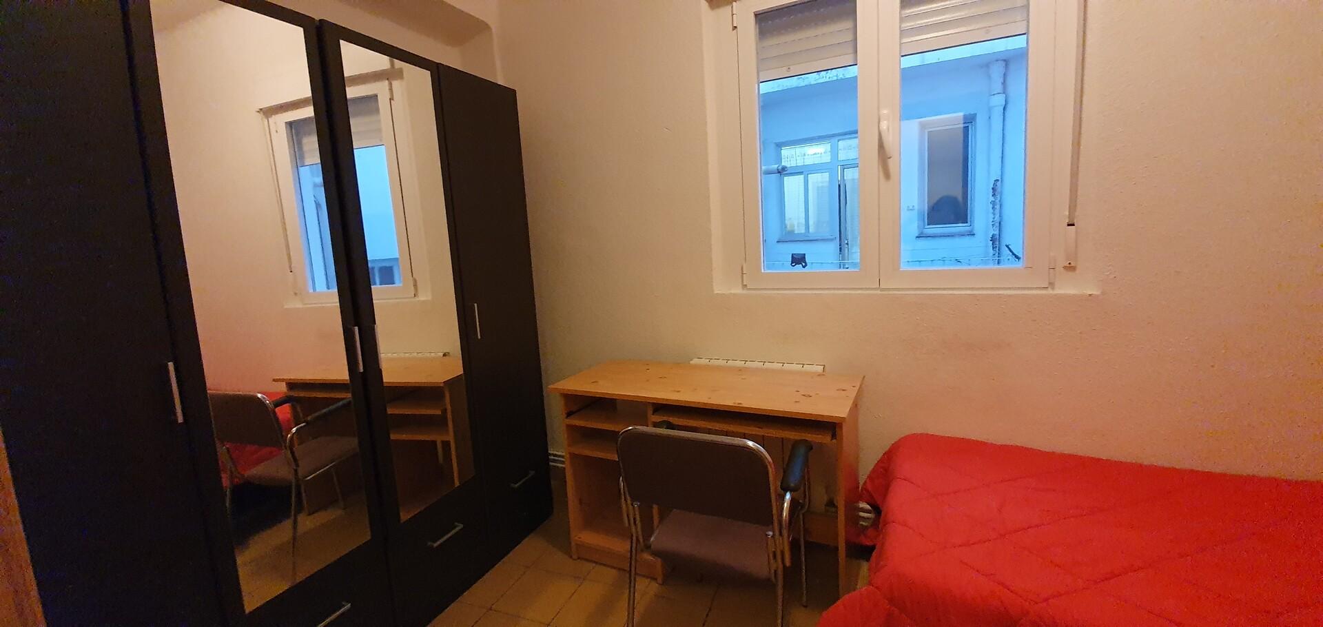 Habitación muy tranquila en casa muy céntrica