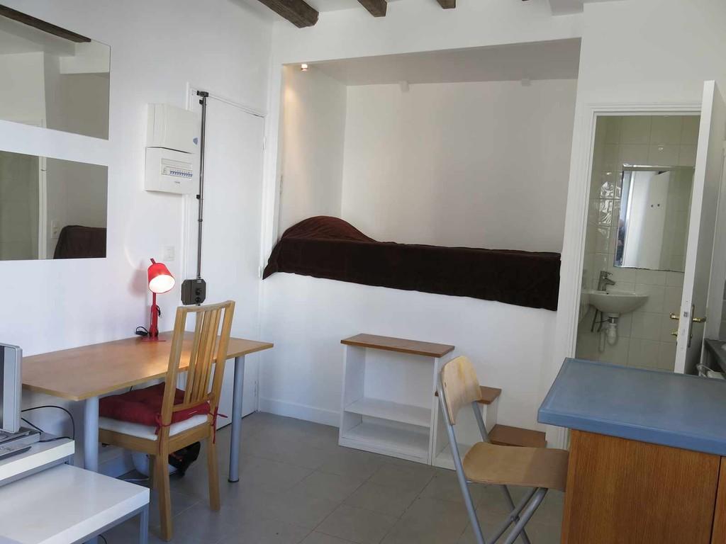 990 17m2 studio in the quartier latin 5th adt sctudents area flat rent paris. Black Bedroom Furniture Sets. Home Design Ideas