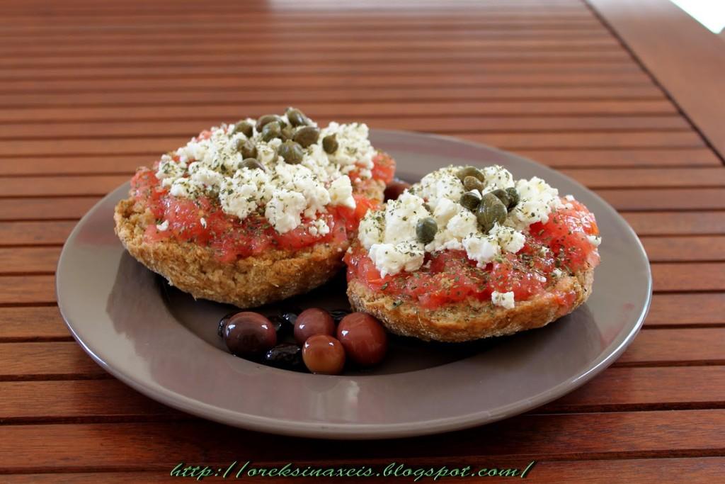 easy-cretan-dakos-salad-56bbec82a18cb243