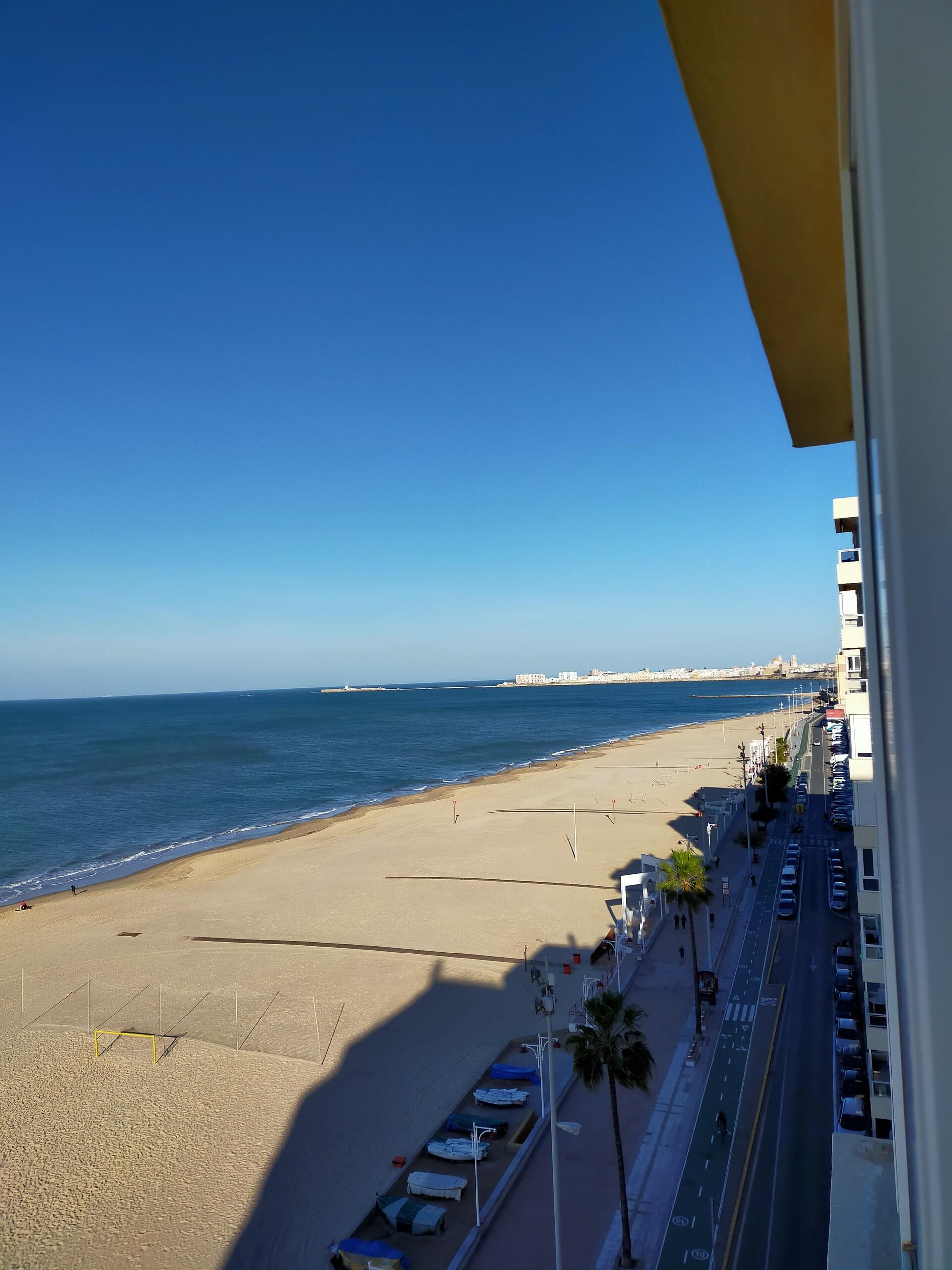 Piso amplio primera linea de playa