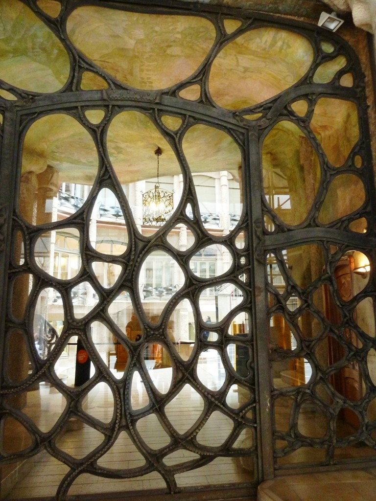 El edificio más impresionante de Gaudì (o puede que no lo sea)