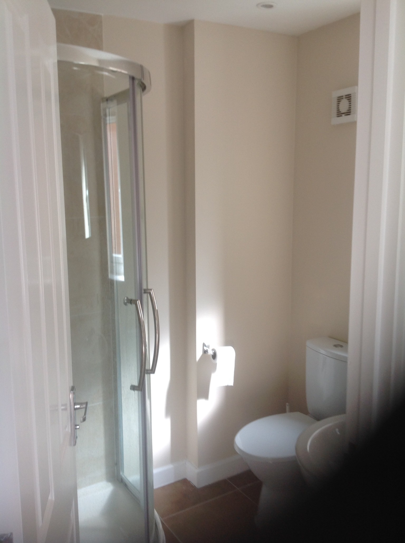 ensuite-bedroom-newly-built-house-centra