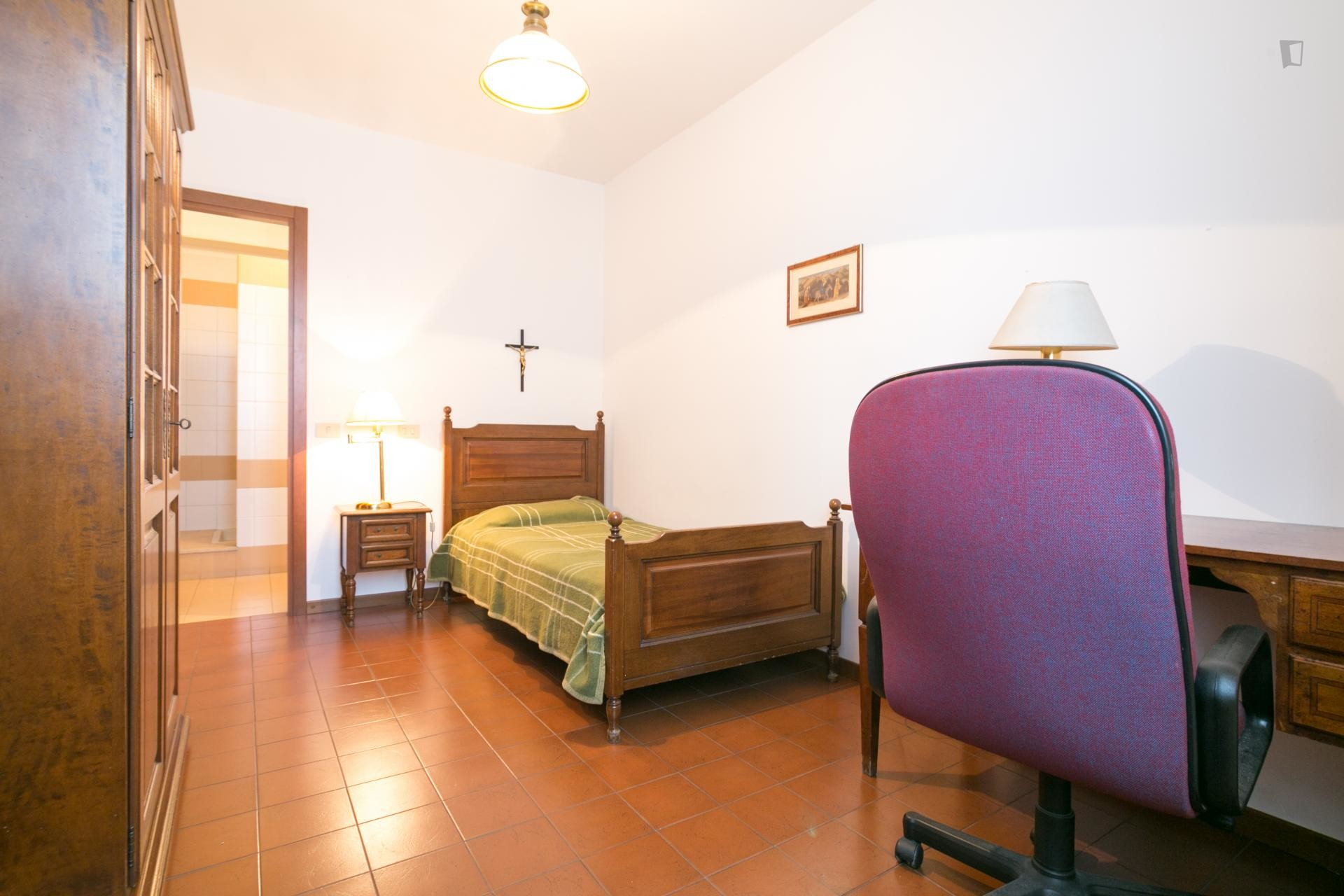 Ensuite rooms in a male-only, International Villa in Sesto San G