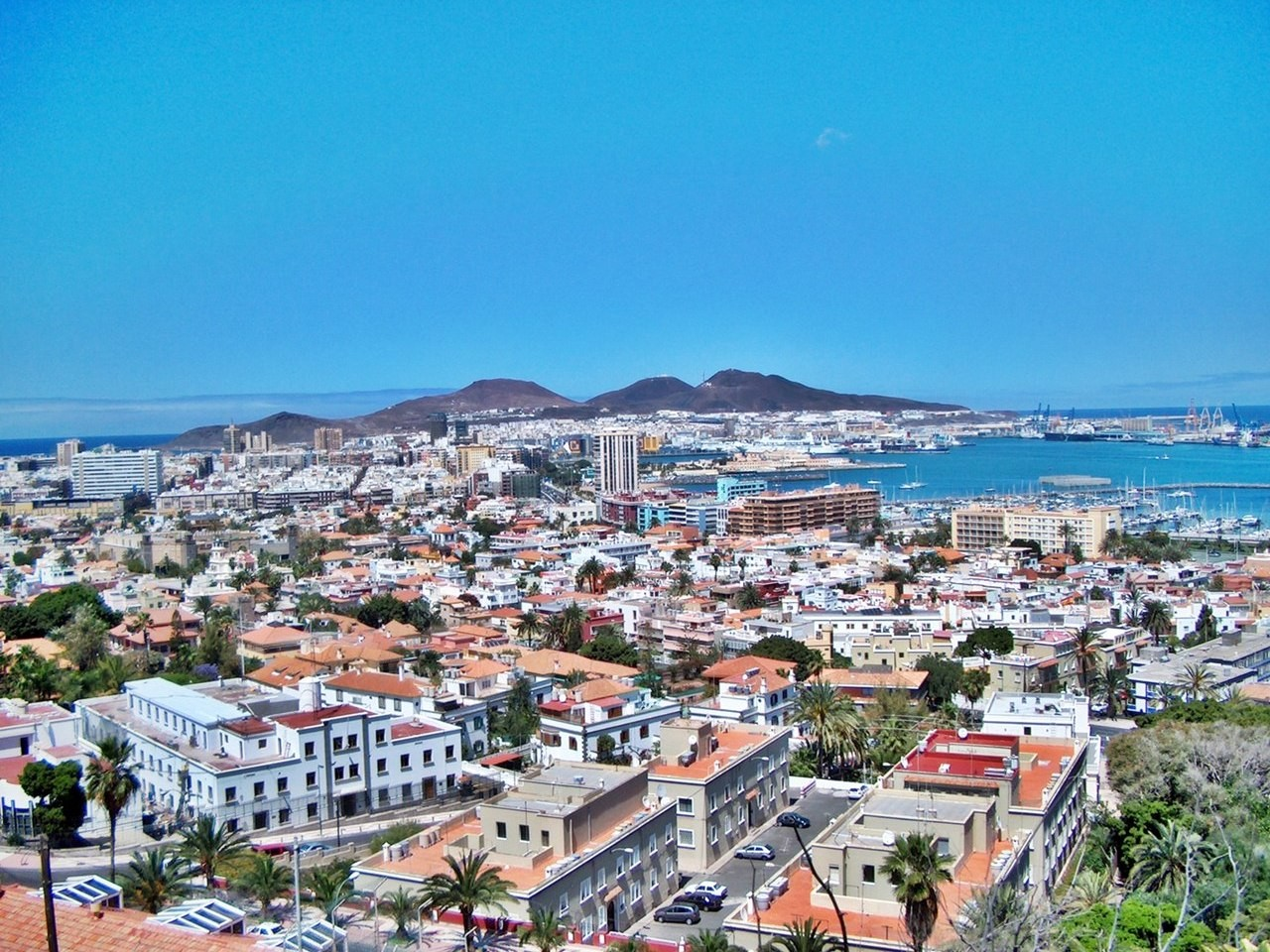 Erasmus experience in las palmas de gran canaria spain by - Living in gran canaria ...