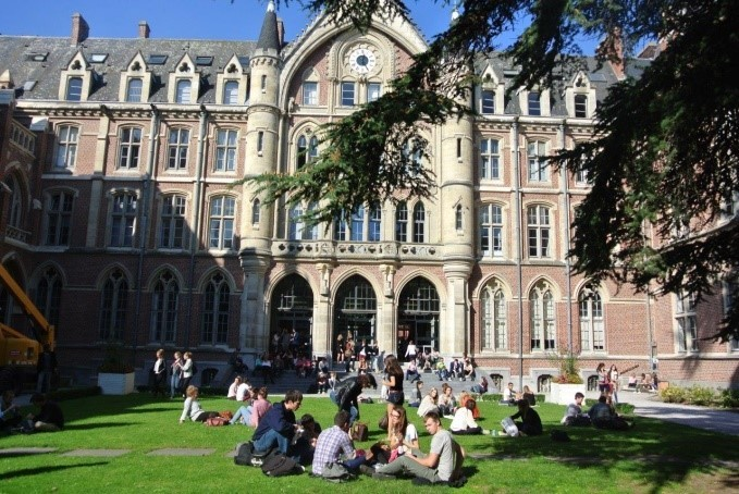 Esperienza all'Univeristà Cattolica di Lille, Francia di Sarah