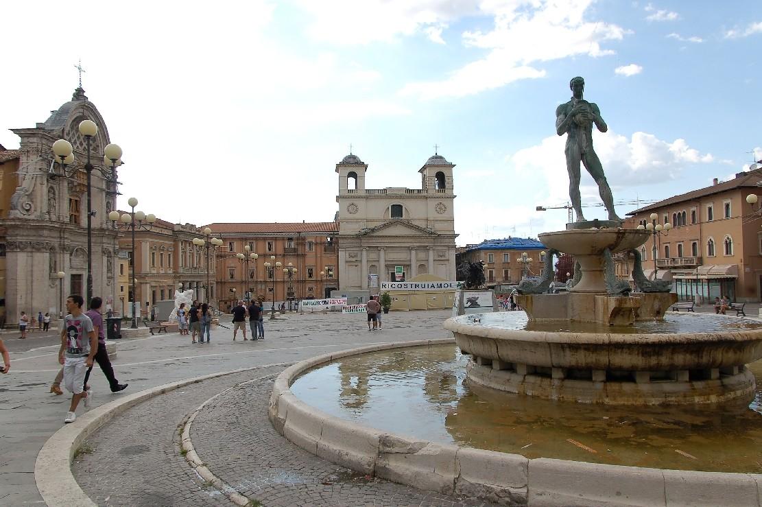 Esperienza all'Aquila, in Italia, di Giulia