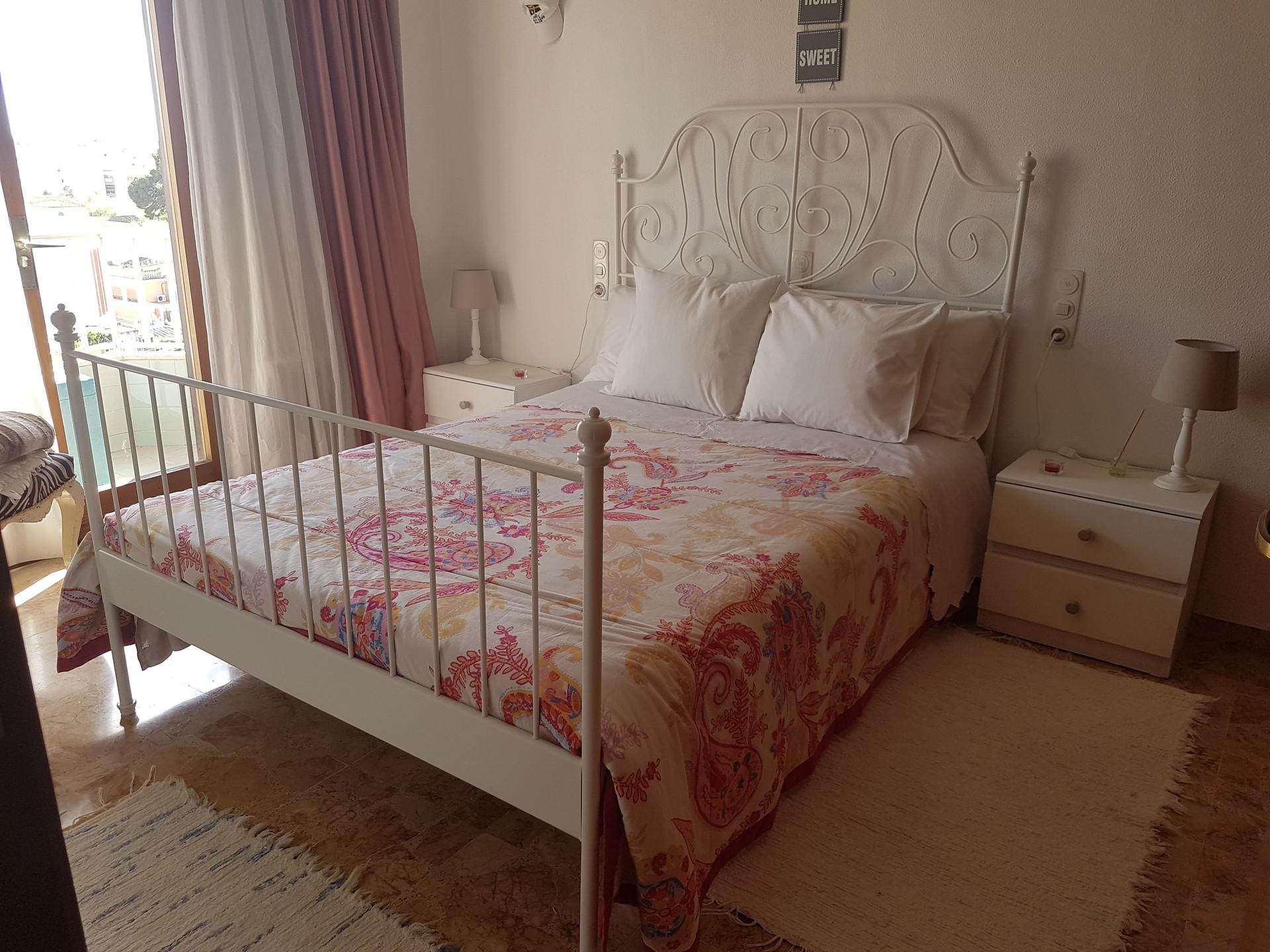 esplendida-habitacion-balcon-privado-93725911407111cb367a6fb65f2e30b7