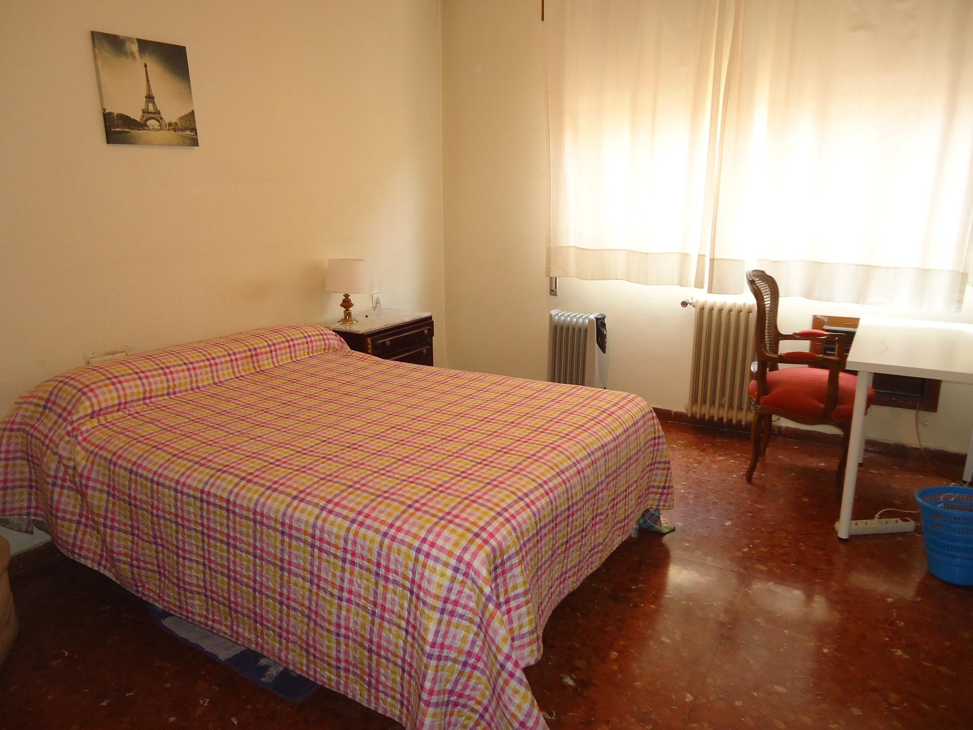 La habitacion con una cama best with la habitacion con for Cuarto para las 7