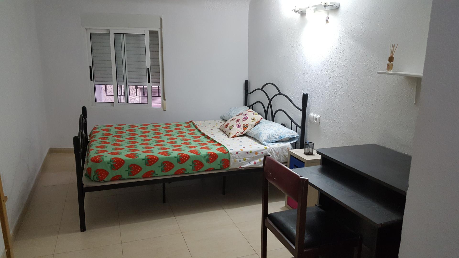 Estupenda habitaci n muy luminosa con cama doble en - Habitacion 3 camas ...
