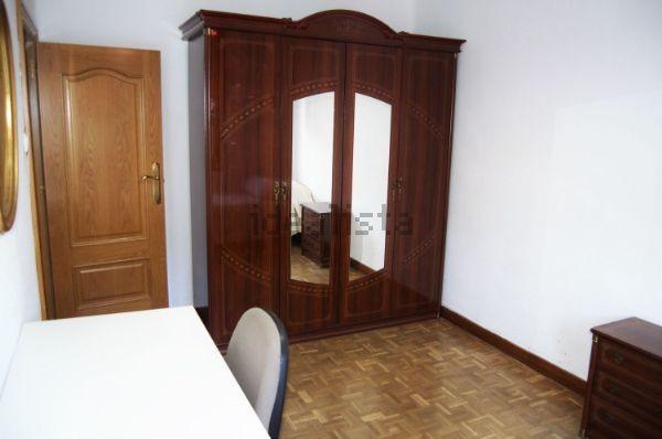 Estupenda habitación en Pamplona