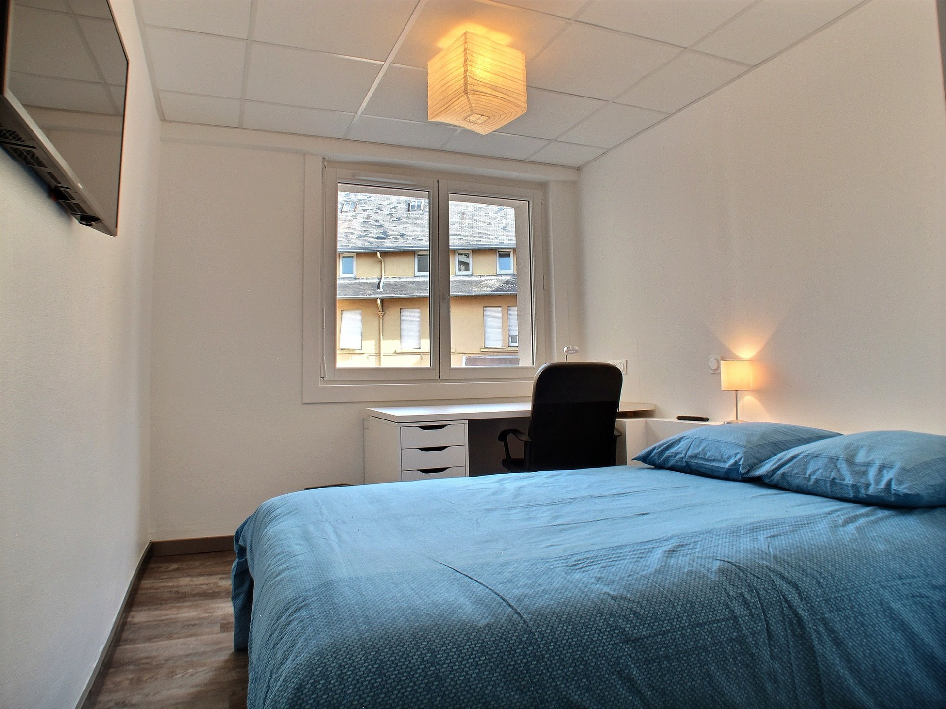 Excellent position for this double bedroom with en suite bathroo