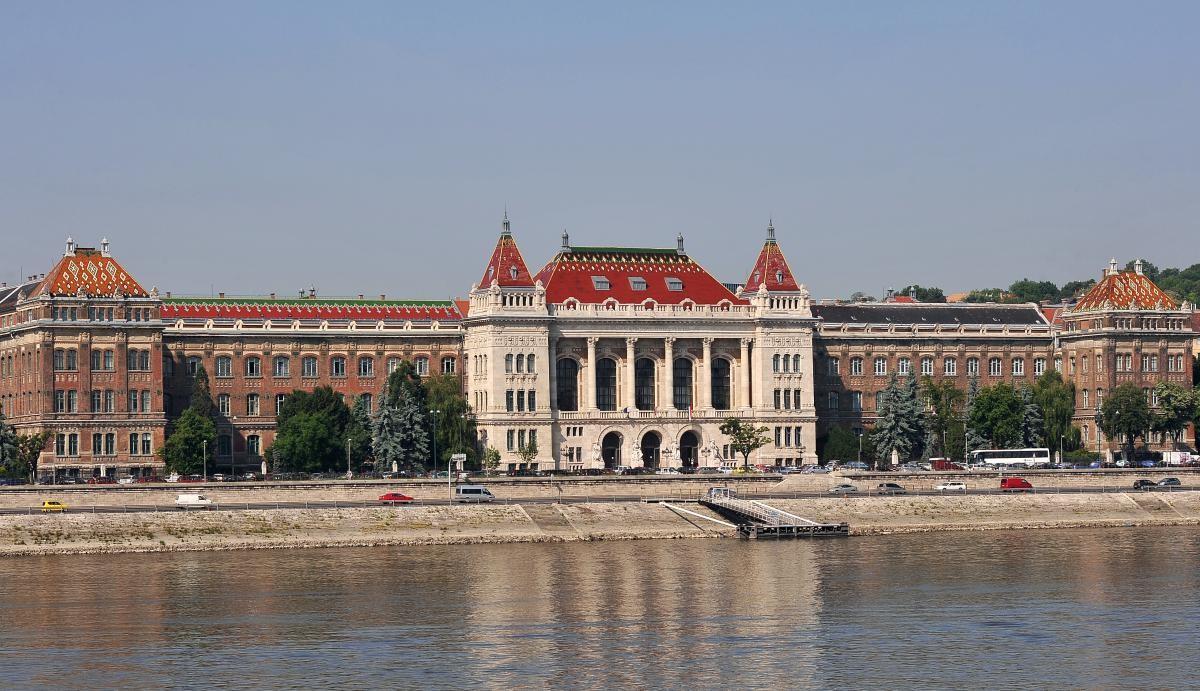 Experiência em Budapeste, na Universidade de Tecnologia e Economia, Hungria, por Timea