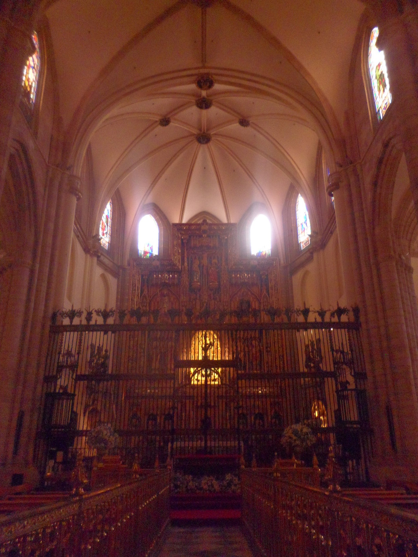 Exploremos los recovecos de la catedral...