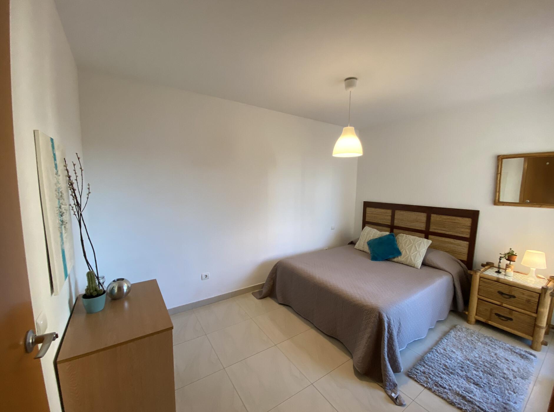 Habitación amplia con terraza privada en Ibiza