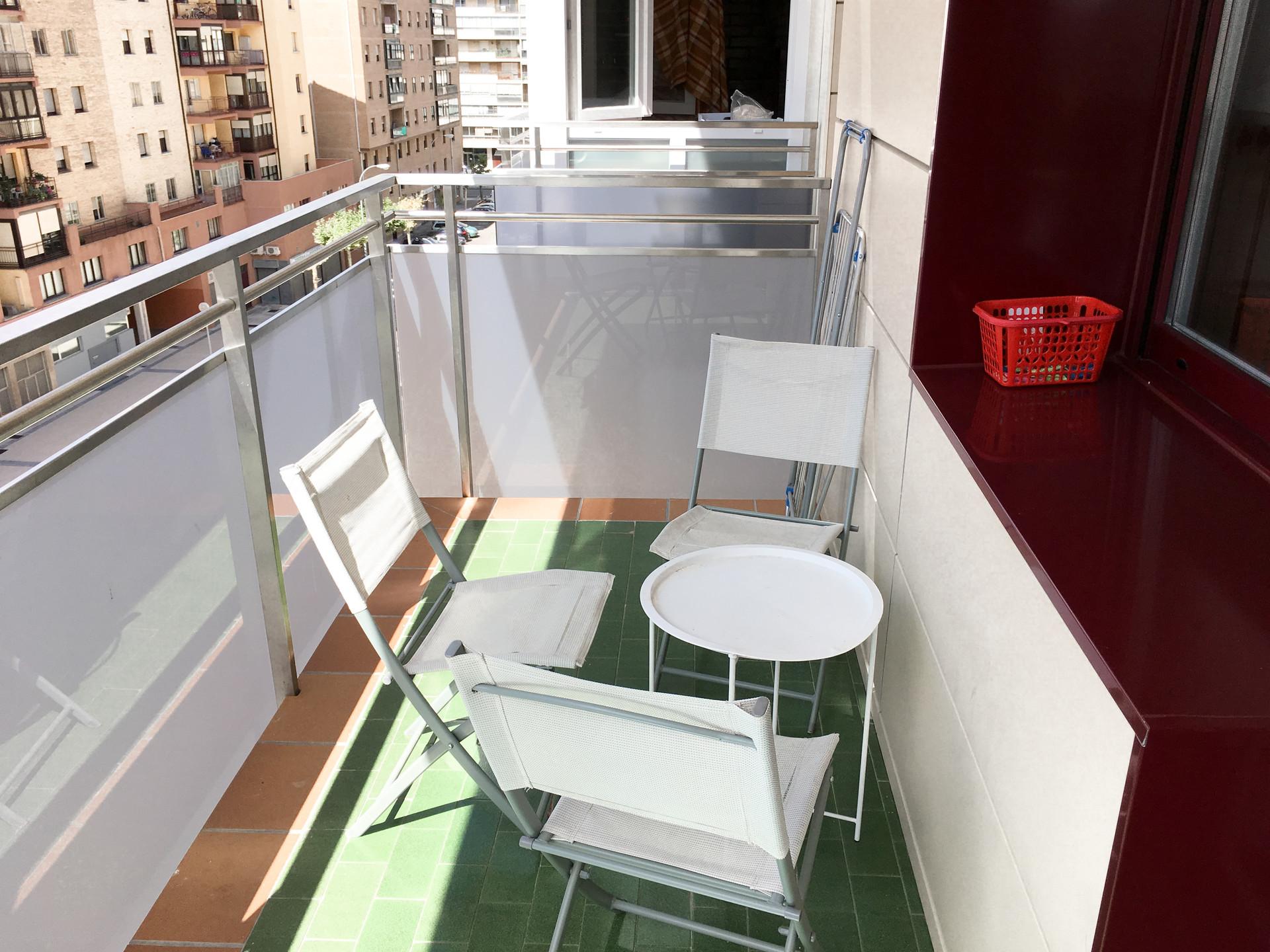Habitación doble (dos personas) para chicas estudi