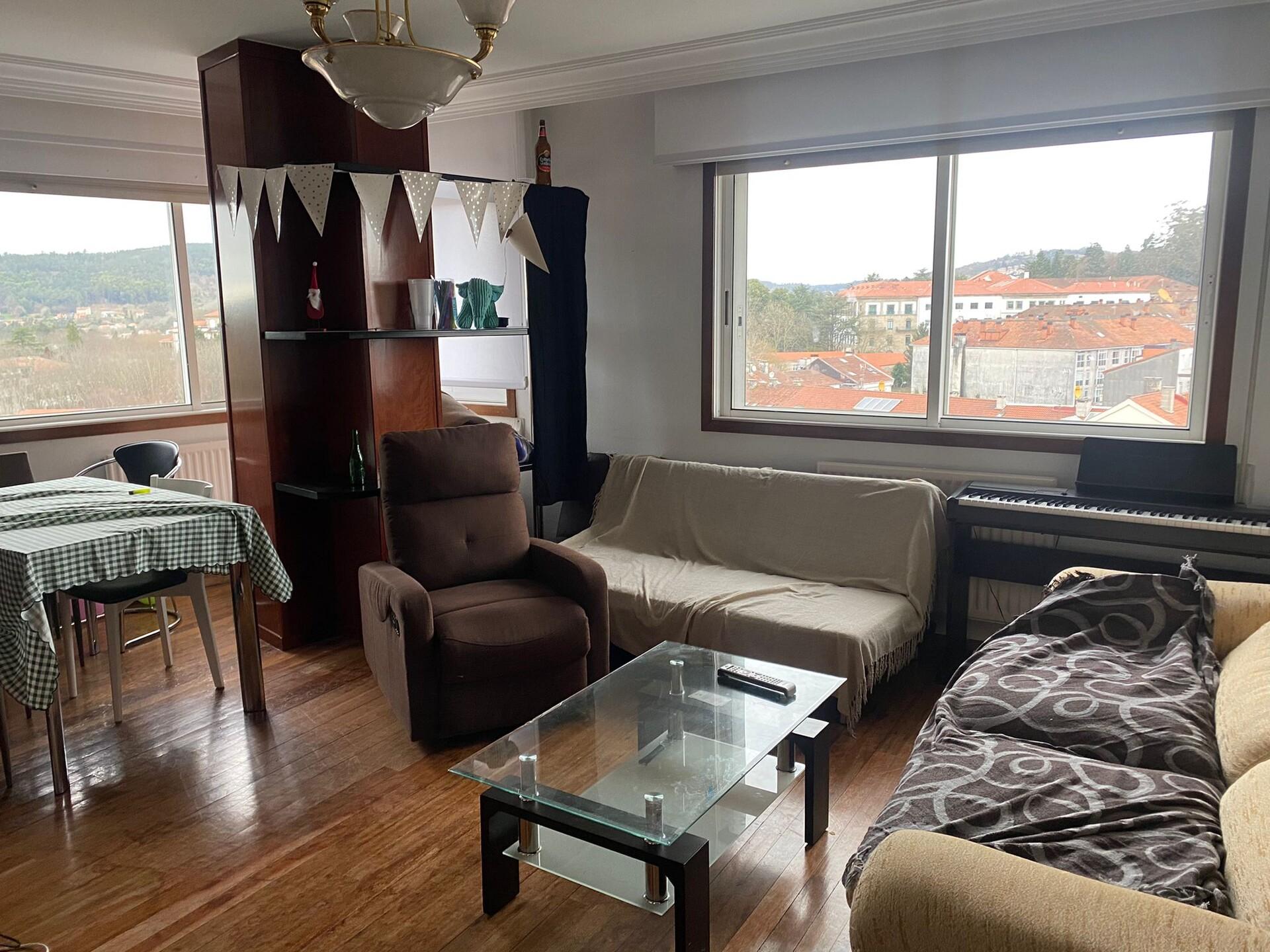 Habitacion en piso compartido de 4 habitaciones
