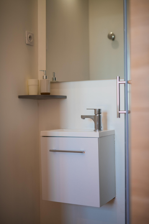 Chambre spacieuse et moderne avec salle d\'eau privative Nice