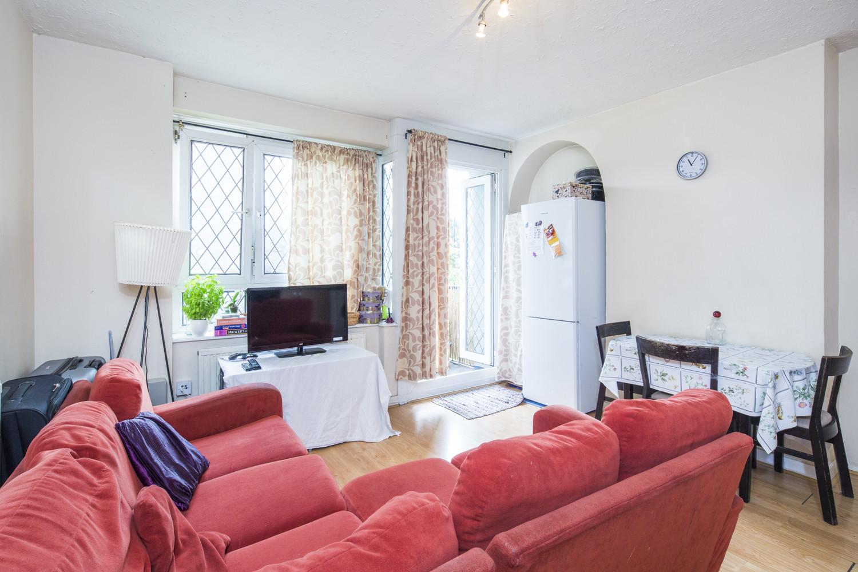 Fantastic location - Room in front of Bermondsey Station Z1/Z2