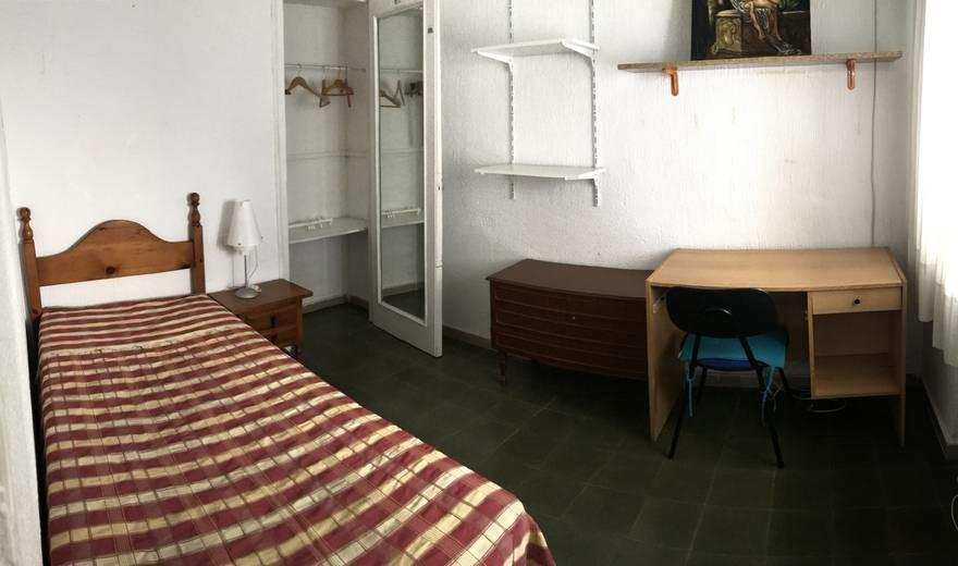 Fantastic single room in Calle conde de robledo
