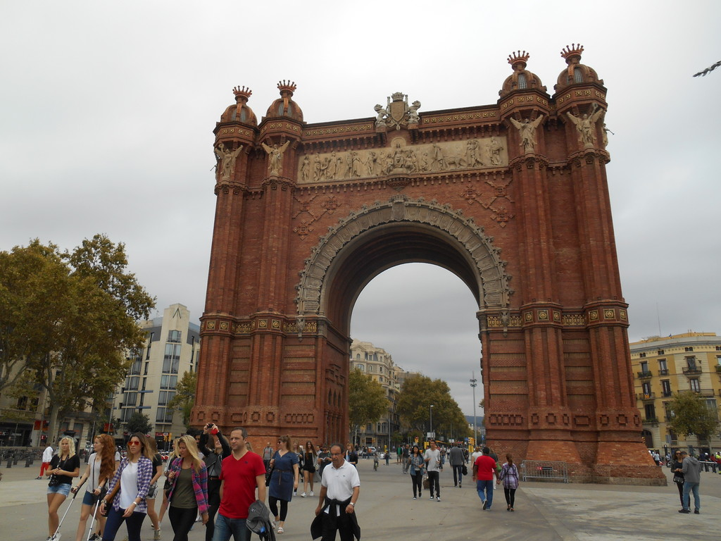 feel-like-paris-visiting-arc-triomf-barc
