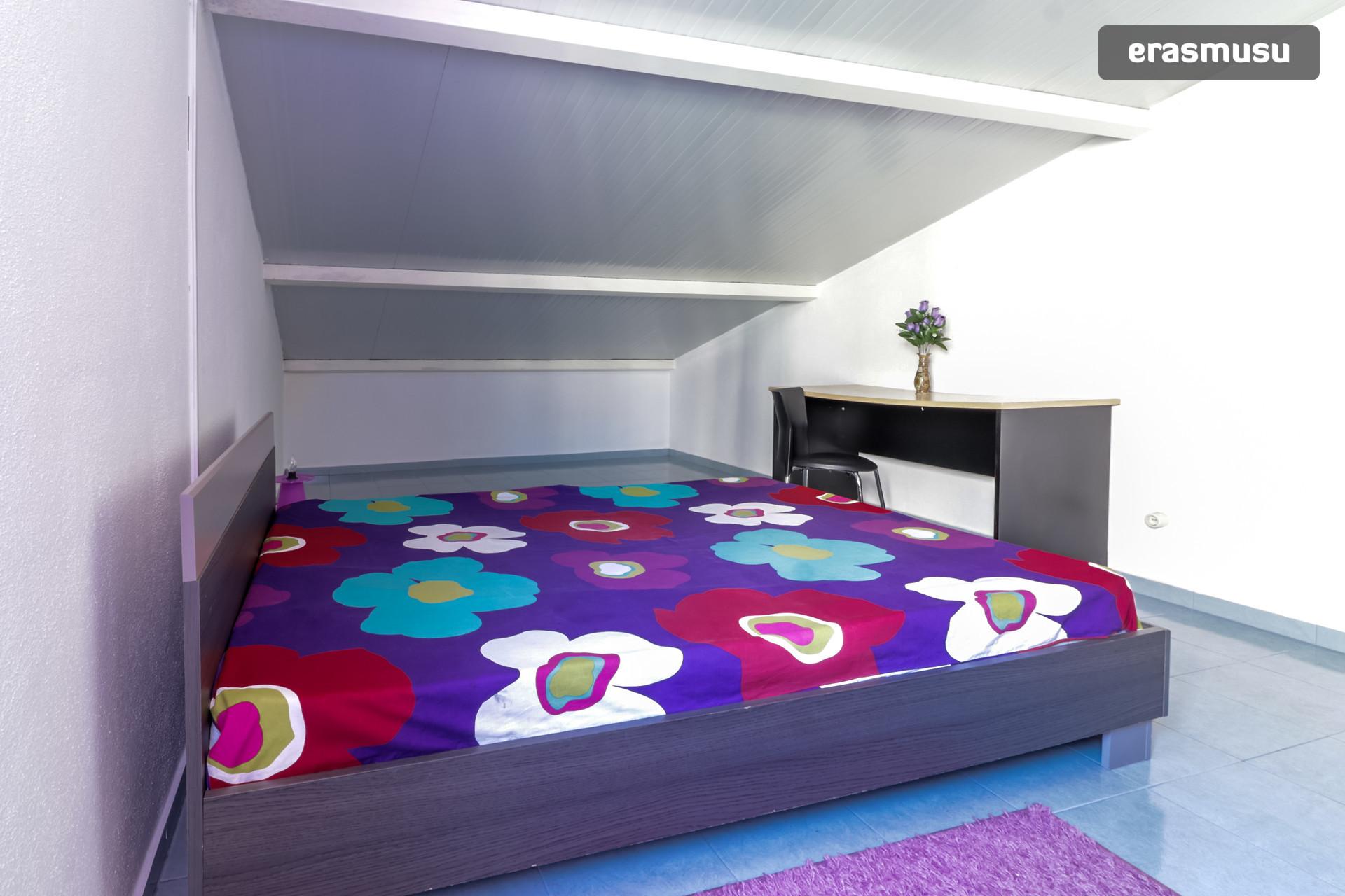 Female student residence/ Residencia de estudantes feminina - Su
